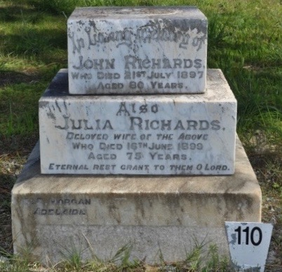 Monument John & Julia Richards 2